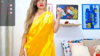 Horny Bhabhi in Yellow Saree Looking stunning