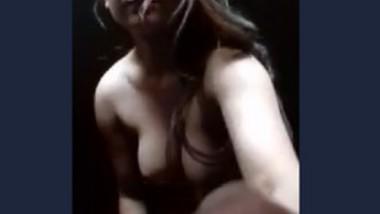 Desi bhabi showing her nude body
