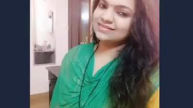 Desi bhabi removing dress