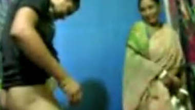 lucky guy fucking his frnd mom in saree