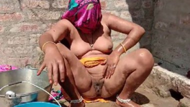 Desi bhabi hot cam hidden bathing video