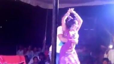 Desi girls very hot stage dance
