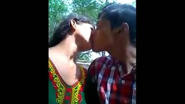 Indian outdoor mms clip of college couple romance on cam