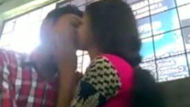 Hindi college sex – Lovers making first smooch selfie video