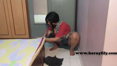 Indian maid hot mms – Deep cleavage & ass exposed