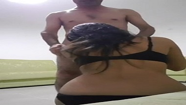 Mumbai office girl gives sensual blowjob to colleague