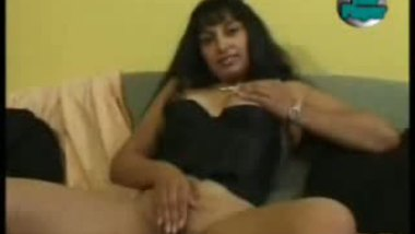 Hindi aunty masturbate video leaked online by her student