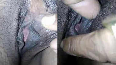 Horny Indian MILF allows man to spread XXX pussy lips and finger it