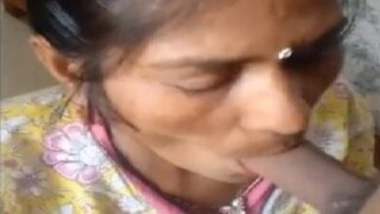 Mature desi maid blowjob to young guy