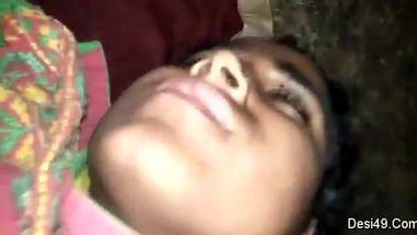 Cameraman has to paw sleeping Desi mom everywhere including breasts