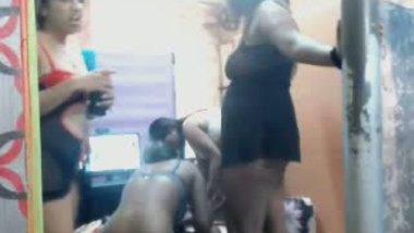 Kolkata hostel girls doing lesbian act front of cam