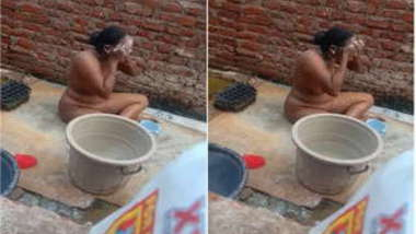 Boy sneakily films how Indian neighbor washes XXX assets outdoors