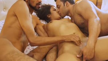 Threesome Indian XXX sex video in Hindi