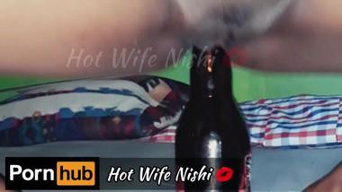 Sri Lankan Hot Wife having Fun by inserting a Beer bottle to her Pussy බියර් බෝතලෙන් ගත්තු සැපක්