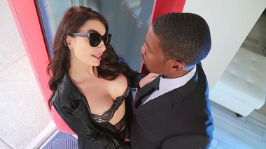 Cheating mom Ivy Lebelle takes care of big black XXX screwdriver