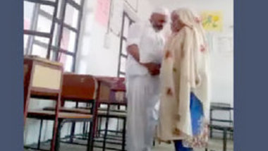 School Peon Fuck Teacher Bhabi in Classroom