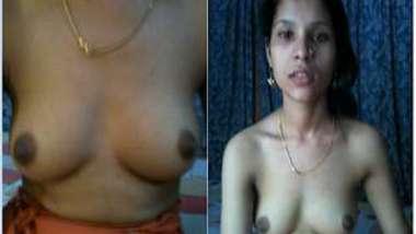 Ordinary Desi MILF's hairy pussy looks so XXX on amateur camera
