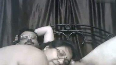 Mallu bbw aunty enjoys cam sex with hubby's friend
