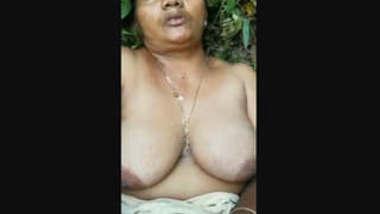 Desi village aunty nude recorded in jungle