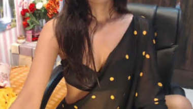Desi girl Mahi in black saree erotic show