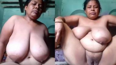 Mature Desi nude Mom fingering pussy video