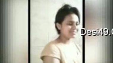 Smiling Desi hottie shows her hot XXX bathing for webcam lovers