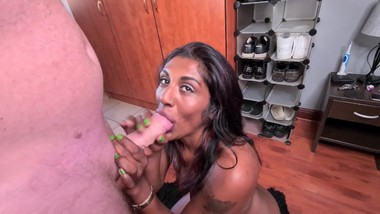 Desi slut gets a mouth full of cum