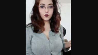 Sexy desi girl showing her big boobs