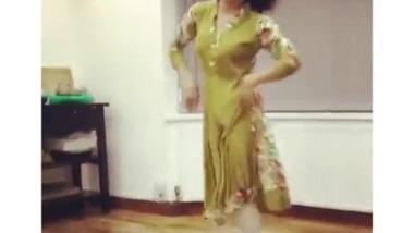 UK Pakistani Uni Girl Dance Non Nude...