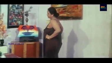 Mallu Actress Shakeela Romancing with Husband...