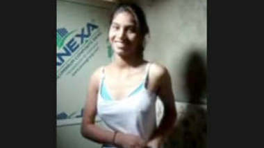 Desi cute Girl Showing clip